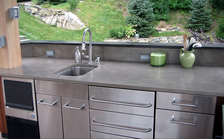 Custom outdoor concrete kitchen countertops with under mount sink by Trueform Concrete.